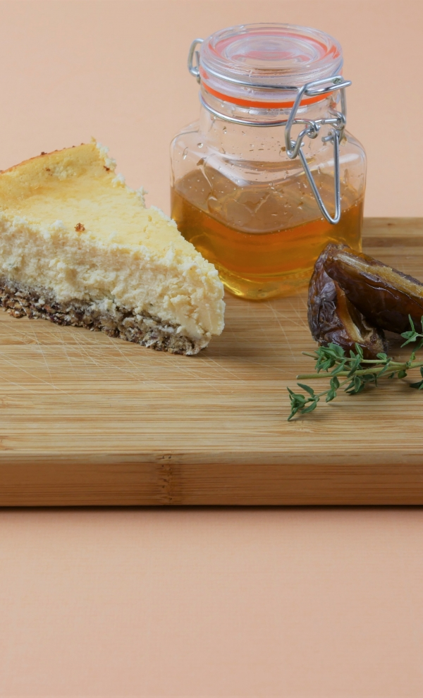 Geitenkaas-cheesecake met dadelbodem