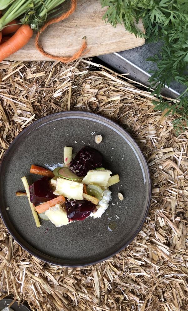 Voorgerecht salade met oude geitenkaas