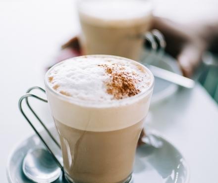 Koffie met geitenmelk